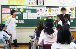 担任と協力しながら授業を展開
