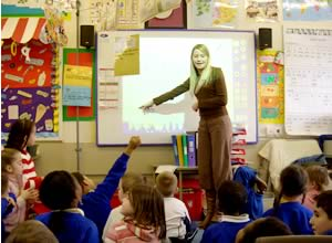 すべての教室に電子情報ボードが設置されている