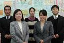 左から高鍋誠太郎校長、増田栄子教諭、高桑弥須子学校書司、小松くるみ教諭、曽根浩一教諭