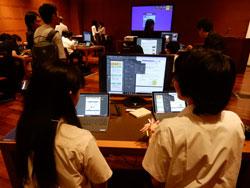 「電子黒板1~2台、生徒全員分の高解像度ディスプレイ&eGPU、高スペックの共有マシン数台」を高等学校のPC室環境として提案
