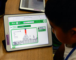 国語や算数、理科や社会など各自でタブレットドリルに取り組んだ