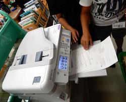 家庭学習用のプリントを各自で選択、印刷して持ち帰る