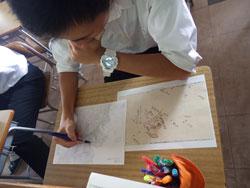 現代の地形図に伊能忠敬測量隊のコースをトレース(浜田高校)