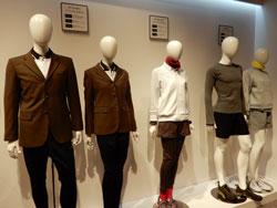 体育着の上にジャケットを羽織るスタイル(左)や多様な組み合わせができる体育着(右)
