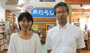 勝山学校司書(写真左)と図書館主 任の海野幸雄先生
