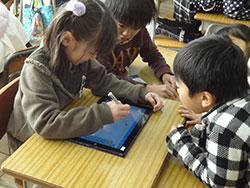 児童生徒用可動式PCは小中学校で異なる整備に(草井小)