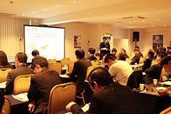 セミナーではクイズ形式で北海道雑学も紹介。写真は東京会場