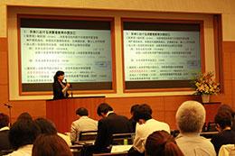 消費者教育の歴史を振り返る松葉口教授
