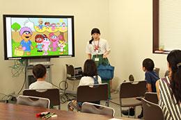 多様性を学ぶ低学年の児童