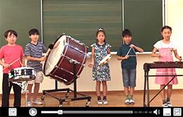 教科書紙面の子供たちが映像資料にも登場する
