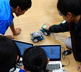 社会科と連携してロボットカーをプログラミング