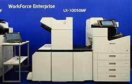 100枚/分の高速印刷が可能な最上位機種の高速ラインインクジェットプリンター「LX-10050F」のアカデミックプランは初期費用なしインク代込・上限4万枚で月額6万円など(参考価格)。個別見積