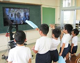 1年国語で伊関小学校がクイズを作成し現和小学校が回答した
