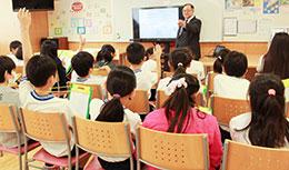 ニジマス博士の授業では、ニジマスに関するクイズでも盛り上がった