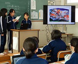 普通教室でタブレットPCを使ったプレゼンテーションに初挑戦
