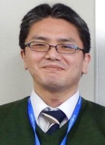 坪井康徳氏