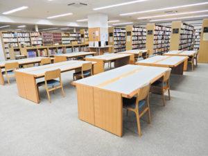 学校図書館は座席数を減らすなど対策をとる