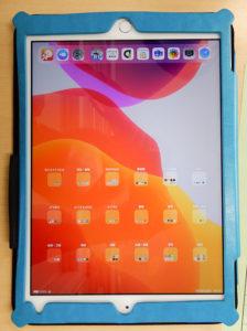 iPadの初期画面。教科や活動ごとにフォルダを設定済