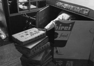 冷凍食品専用運搬車。各国の多彩なメニューに冷凍食品が活躍した(写真提供:(株)ニチレイフーズ)