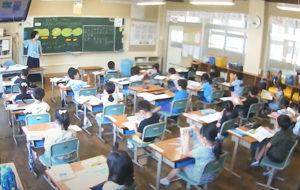 教室後方に設置したカメラ映像を 保護者に配信