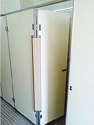 「指はさまんぞう」を取り付けたドア