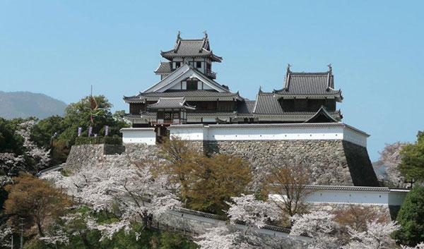 明智光秀が築いた福知山城。城下町として 発展していった