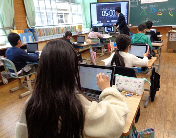 Chromebookで少人数授業