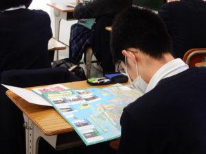 沖縄のSDGsマップに取り組む生徒