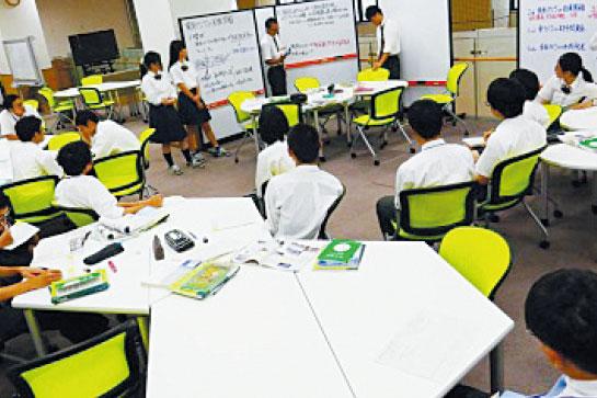 グループごとの学びに 取り組みやすい教室