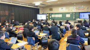 電子黒板を移動して2台活用することもある(善通寺市立中央小学校)