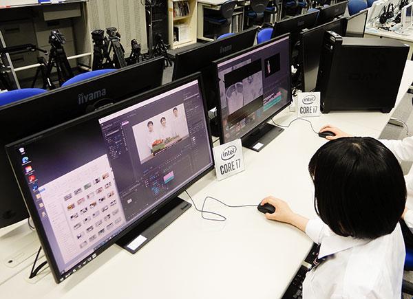 PC室の一角に「メディアラボ」を設置。生徒は自由に利用できる